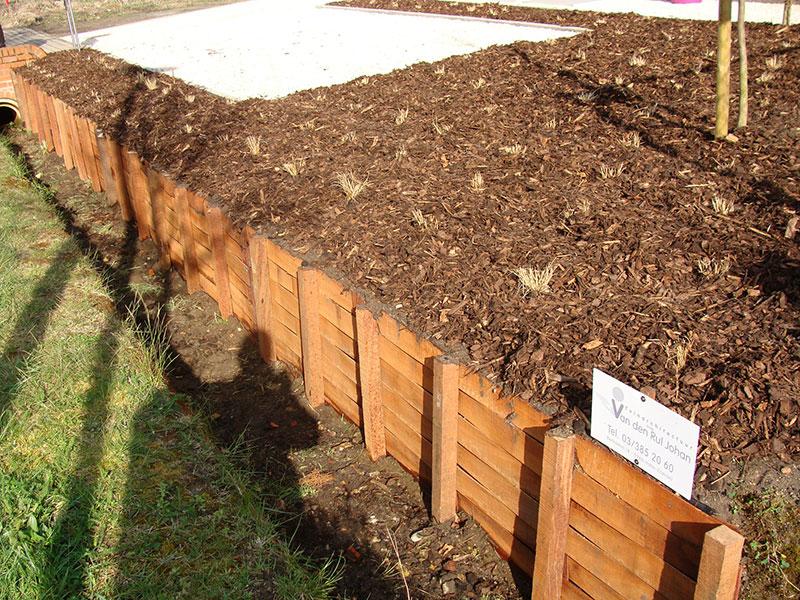 Tuinarchitectuur van den rul johan aanleg for Vijverrand afwerken met hout